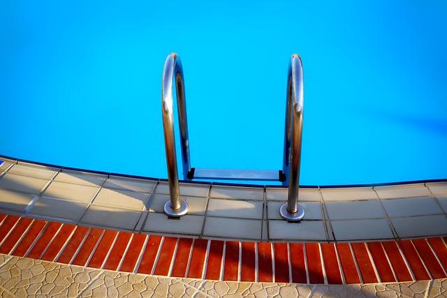 pool-3105790_640_pixabay_12019
